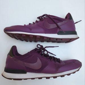 Nike Womens Internationalist Mulberry Size 10 Shoe